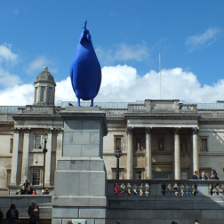 The National Gallery in the background