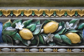 .... but never paid any attention to the ceramic frieze around the top